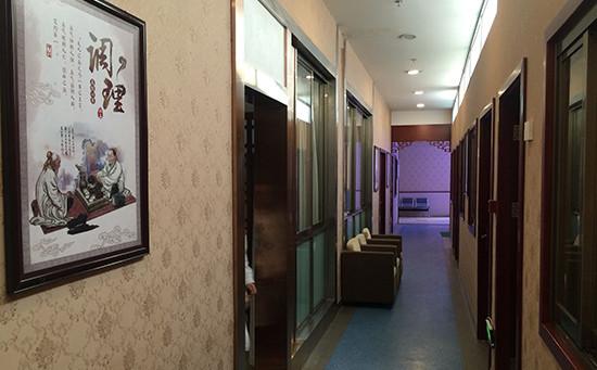盘龙江附近一居民每天都是空调冰西瓜伺候,仁爱保健专家这样说